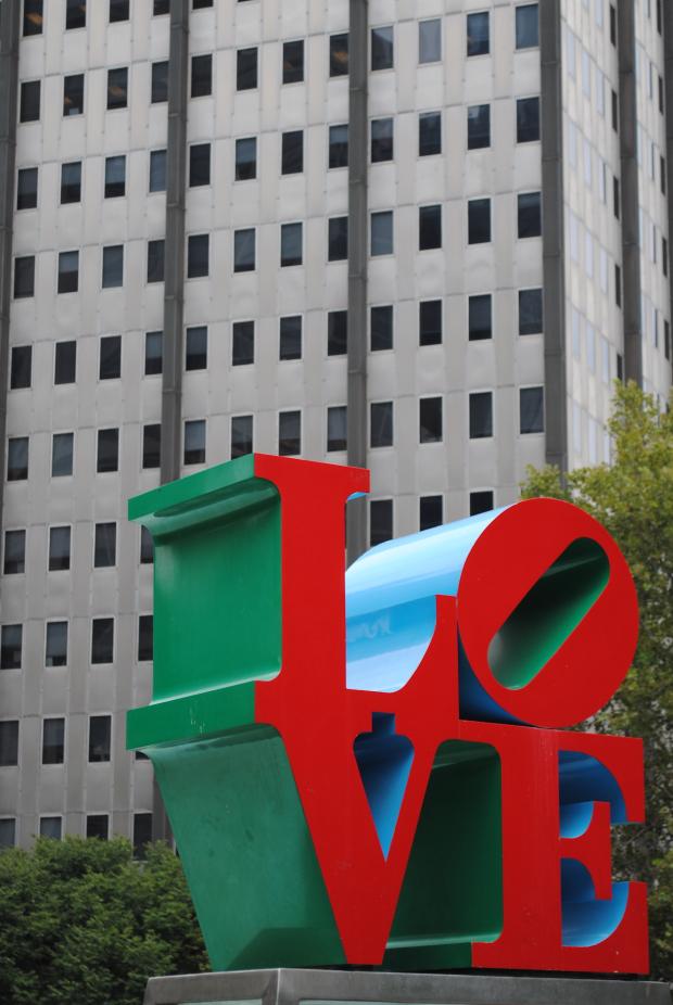 robert-indiana-love-sculpture